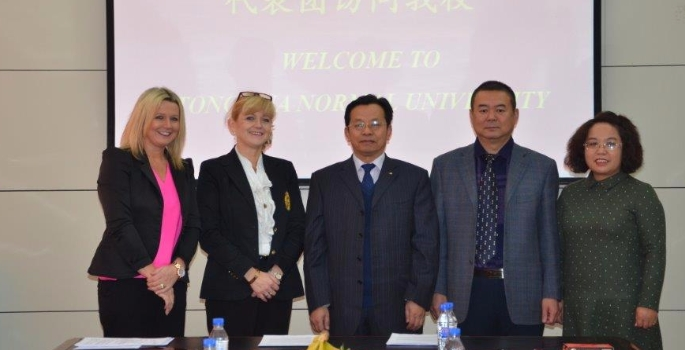 suzanne-riley-external-relations-manager-and-head-of-marketing-recruitment-and-admissions-julie-cowley-from-wrexham-glyndŵr-university-with-the-president-of-tonghua-univers-1