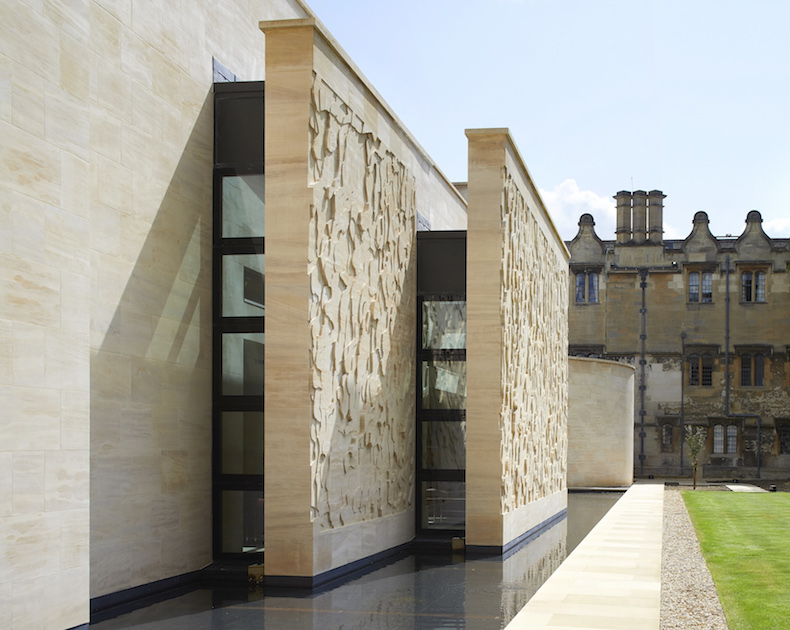 St-John's-College-Oxford-unveils-new-baroque-inspired-library_©HuftonCrow_20