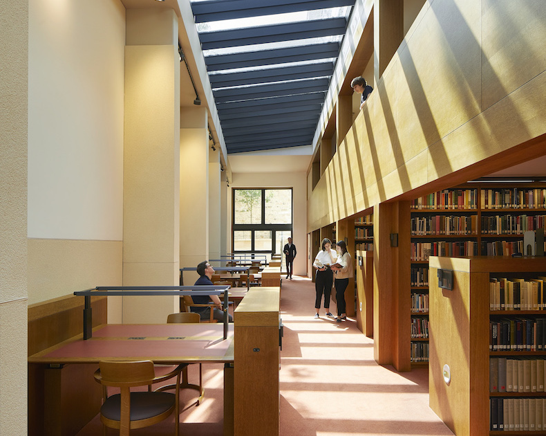 St-John's-College-Oxford-unveils-new-baroque-inspired-library_©HuftonCrow_231